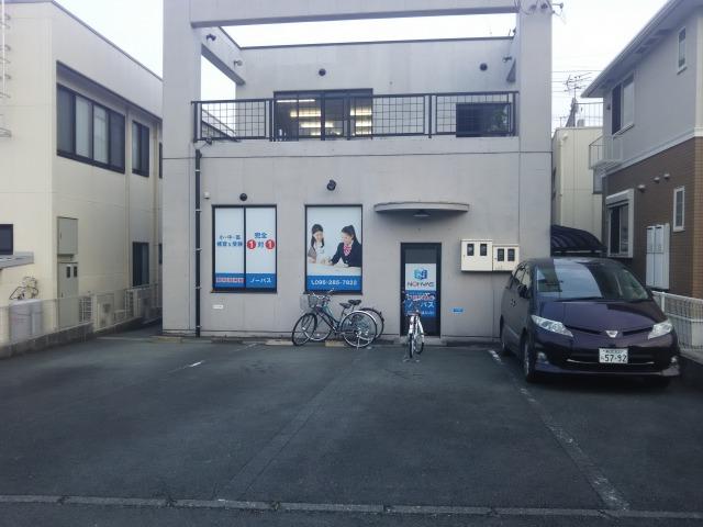 建物裏側駐車場のご紹介画像